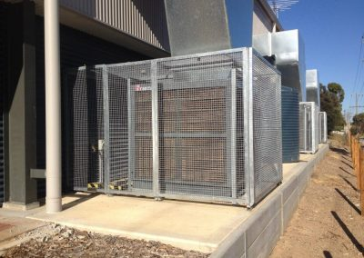 We fabricate and supply custom modular, multibank cages